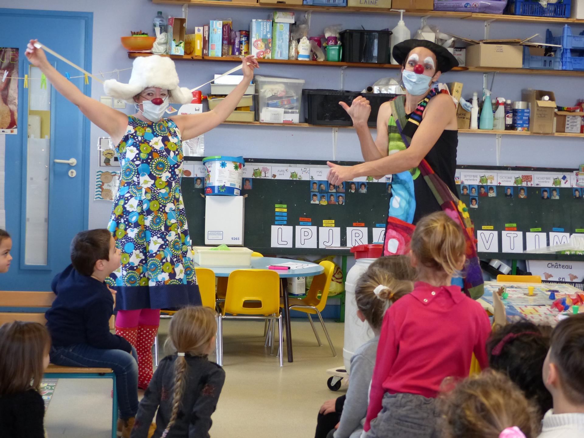L'entrepôt clown à l'école